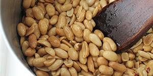 Жарить земляной орех